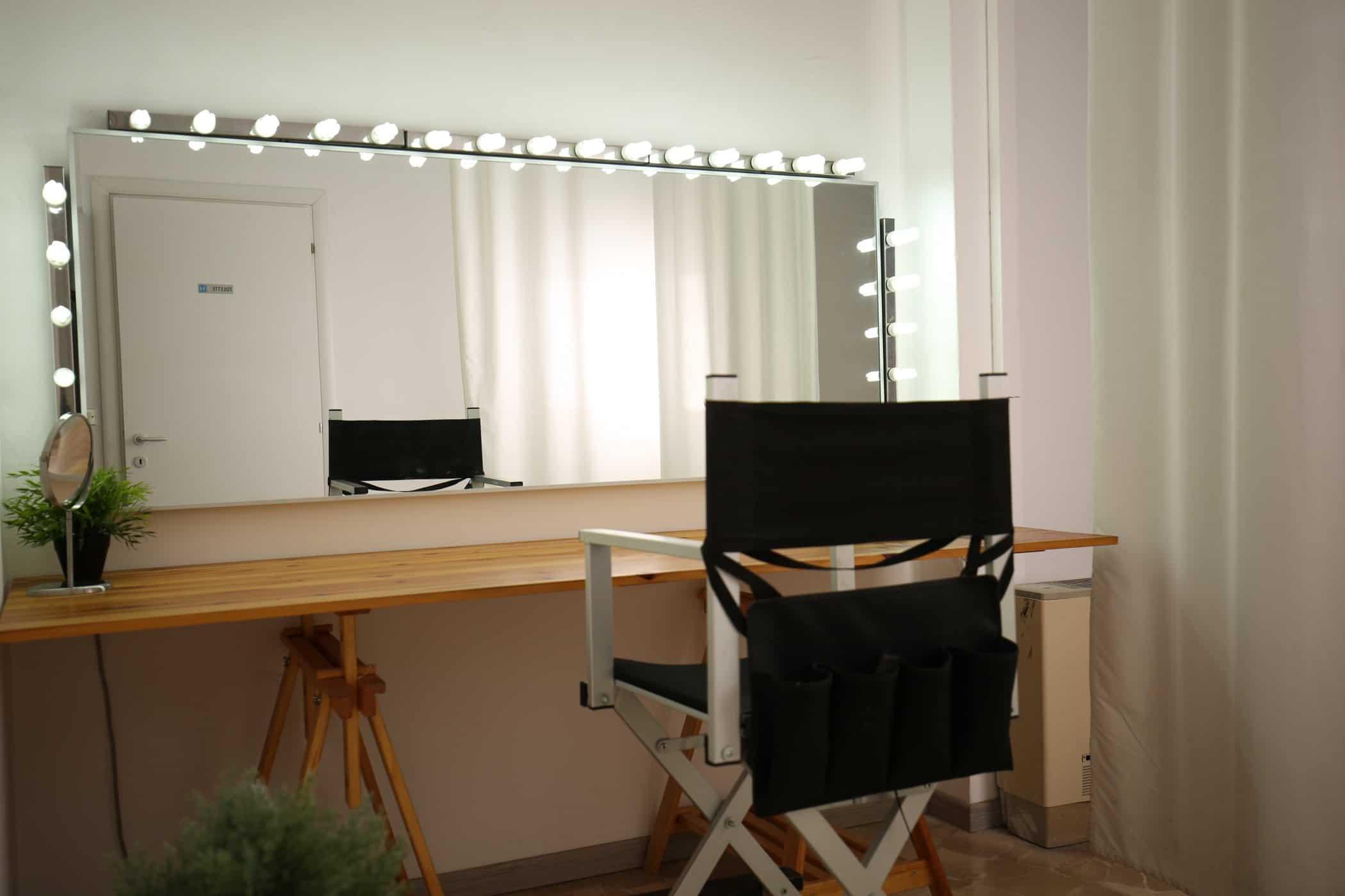 affitto-studio-fotografico-sala-pose-postazione-makeup-luci-per-servizi-fotografici-video-riprese (1)