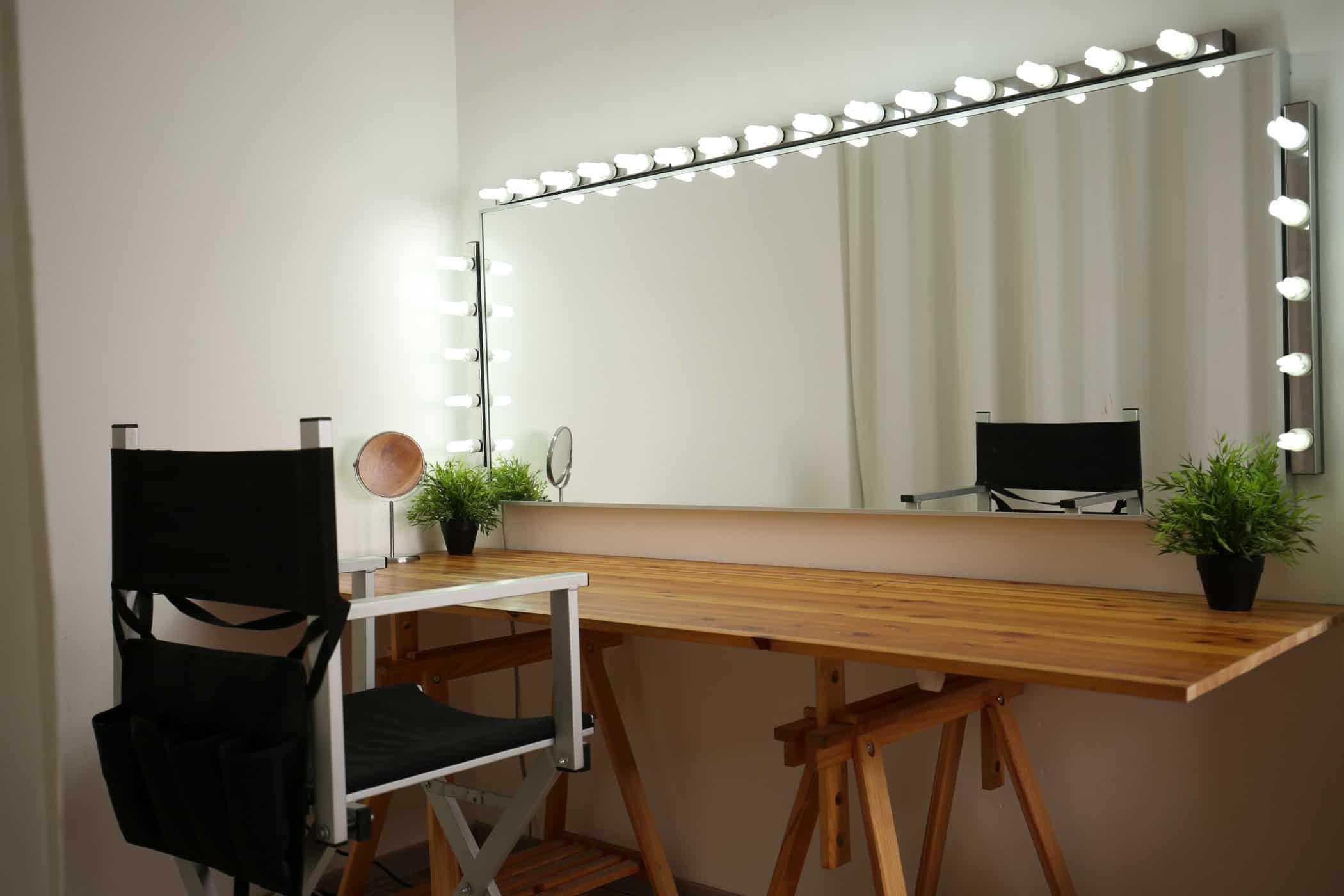 affitto-studio-fotografico-sala-pose-postazione-makeup-luci-per-servizi-fotografici-video-riprese (2)