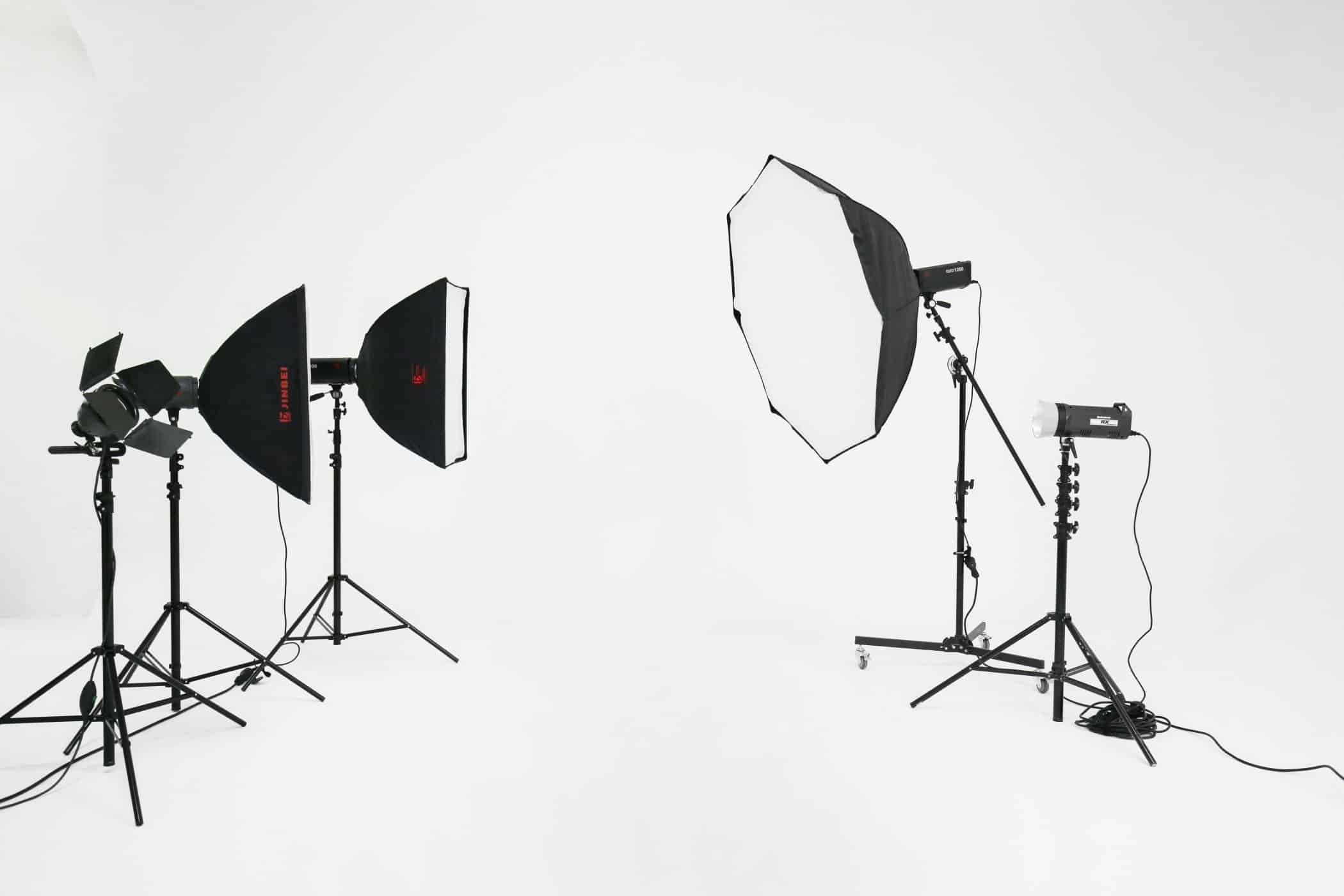 affitto-studio-fotografico-sala-pose-postazione-makeup-luci-per-servizi-fotografici-video-riprese (5)